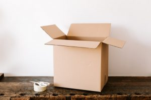 a box on the table - make a long distance move cheaper
